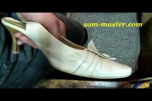 как убрать темные пятна со светлой обуви