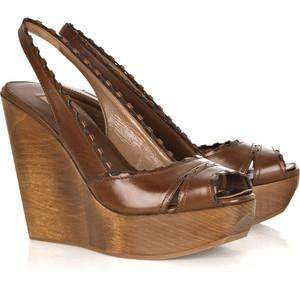 Обувь на платформе с цельнолитой подошвой.