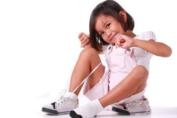 завязать шнурки ребенок